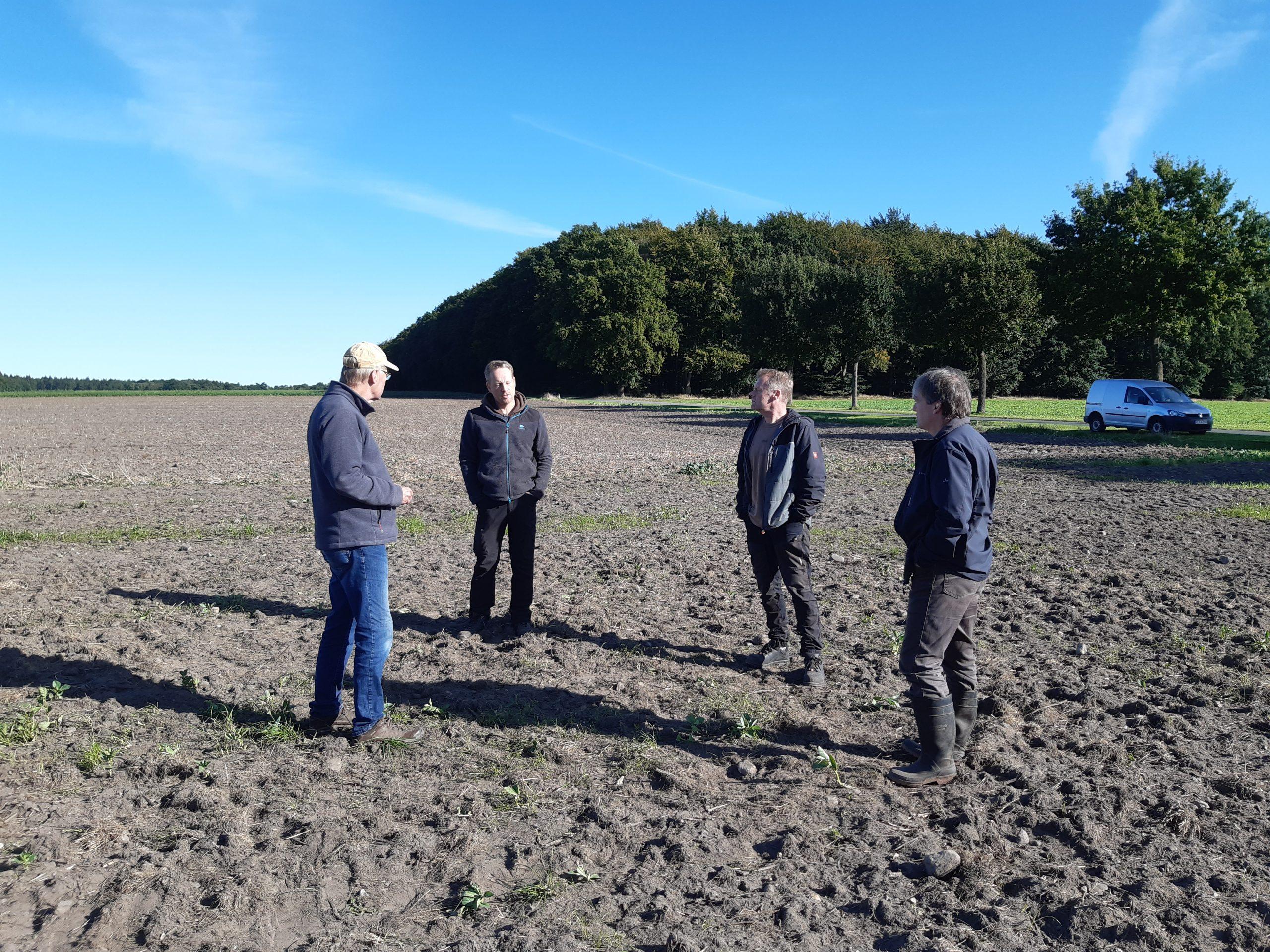 Treffen der Betriebsleiter mit Ackerbauberatern auf der FINKA-Maßnahmenfläche 18.09.2020, Foto: KÖNenfläche Bunke 05.03.2021, Foto: KÖN