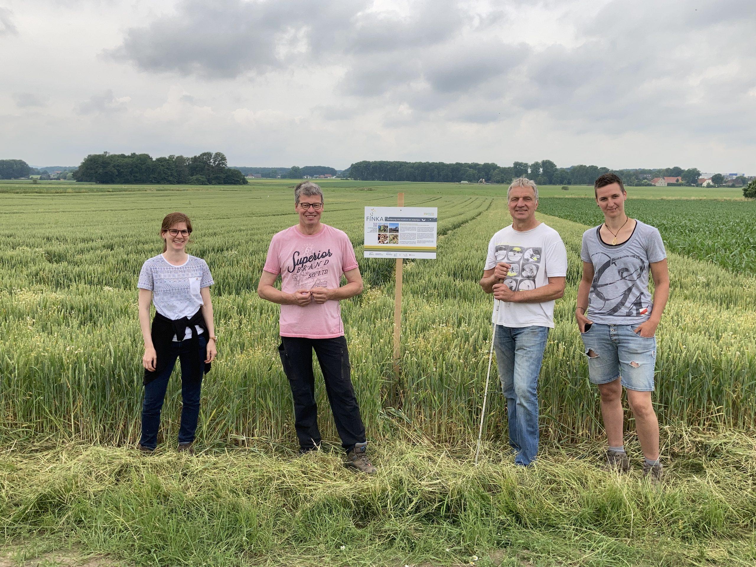 FINKA-Feldtag bei Jürgen Sixtus, (v.l.n.r.) Vera Kühlmann, Jürgen Sixtus, Werner und Jessica Meierfrankenfeld, Foto: Landvolk Niedersachsen